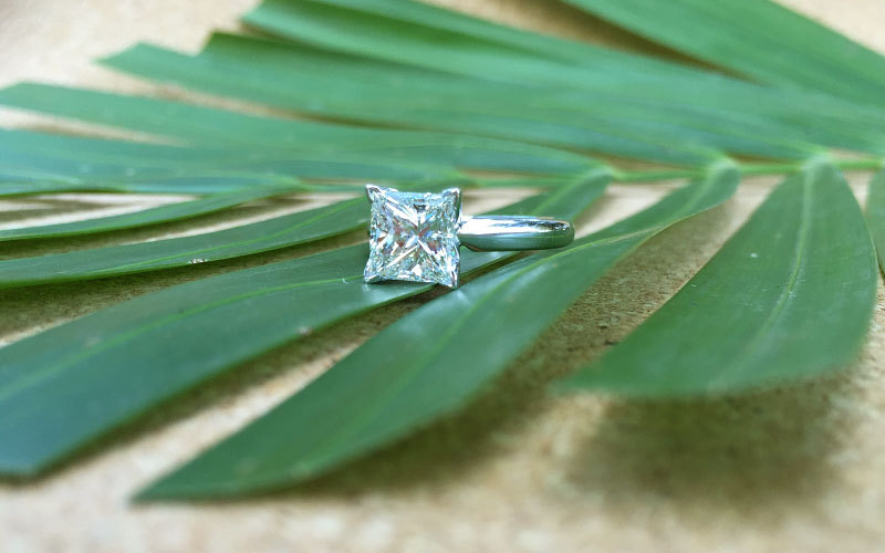 Solitaire Princess Cut V Prongs